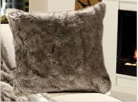 Gözze Felloptik Wohnkissen mit Federfüllung, 50 x 50 cm, 100 % Polyester , Design: Wolf